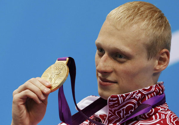 Russia&#39;s <b>Ilya Zakharov</b> poses with his gold medal after winning the men&#39;s 3m ... - 0023ae6962091192efe113