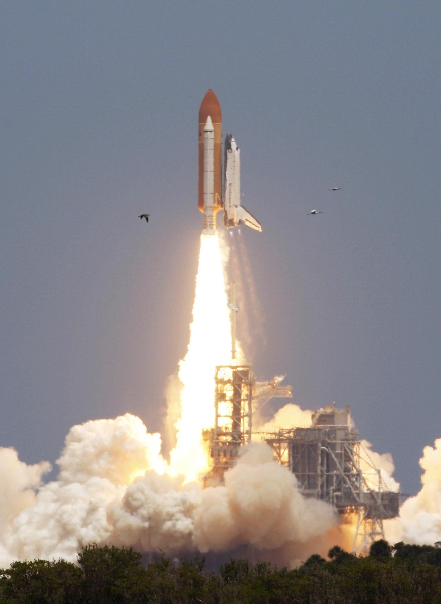 U.S. shuttle Atlantis lifts off for final journey