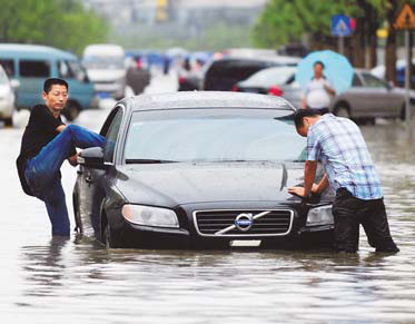 Deluge brings wave of complaints as cities paralyzed