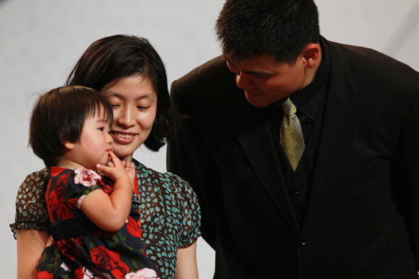 Live Report: Yao Ming announces retirement | index Yao Ming And Family