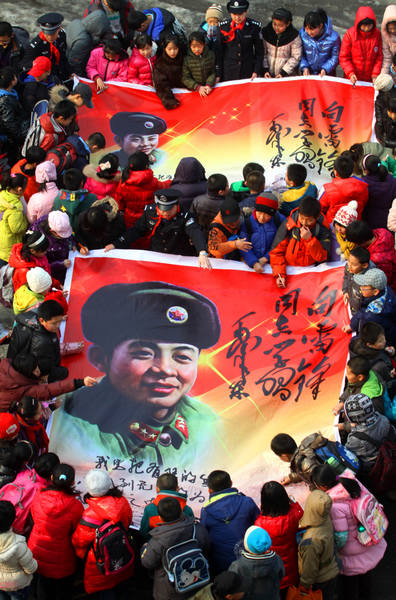 Lei Feng continues to lead by heroic example
