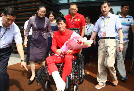 Liu Xiang returns to China after surgery
