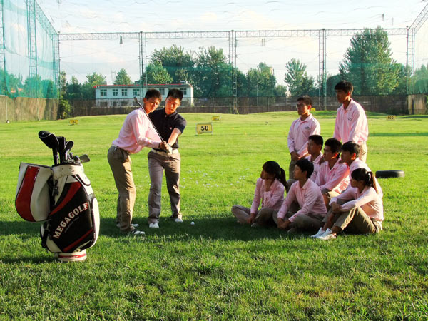 Golf students prepare to join the club