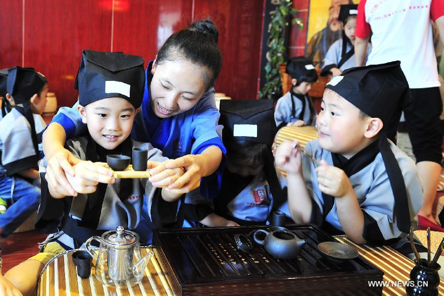 Traditional class attracts many children in Lanzhou