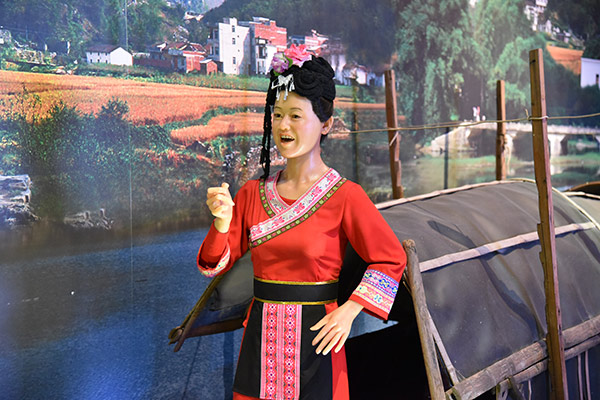 Yizhou draws visitors with Zhuang folk songs