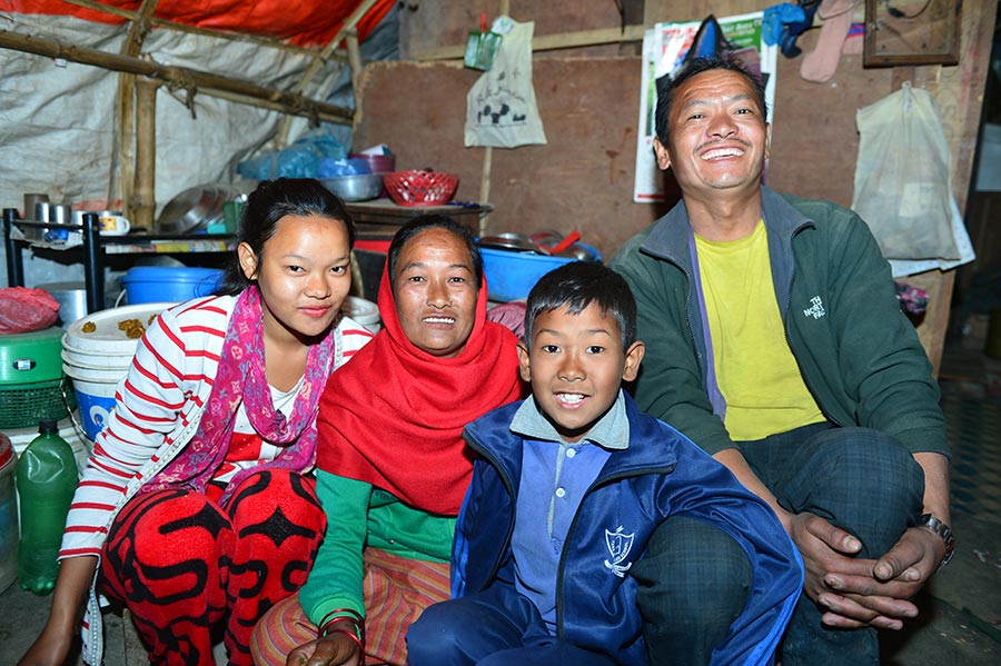 25-year-old student takes photos for quake-hit Nepalese families