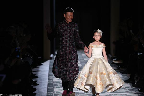 Chinese Designer Makes A Splash At Paris Fashion Week 1 Chinadaily Com Cn