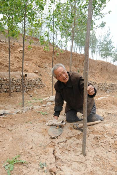 Legless man planted 3,000 trees in 10 yrs
