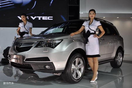 2010 Acura  on Models Pose Beside An Acura 2010 Mdx Suv At The Guangzhou Auto Show On