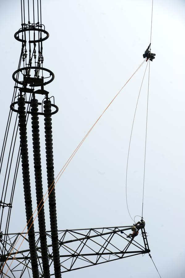High wire and high voltage in Hubei[1]- Chinadaily.com.cn