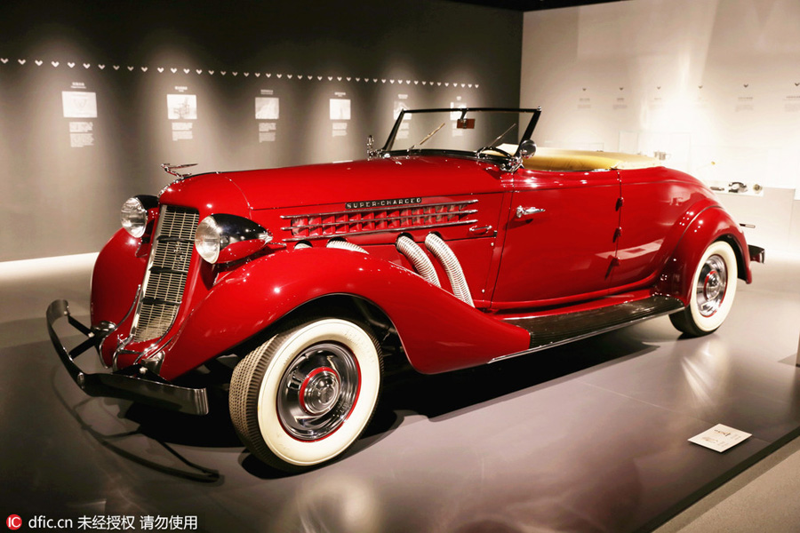 Antique cars, typewriter and telephone on display in Shanghai[1 ...