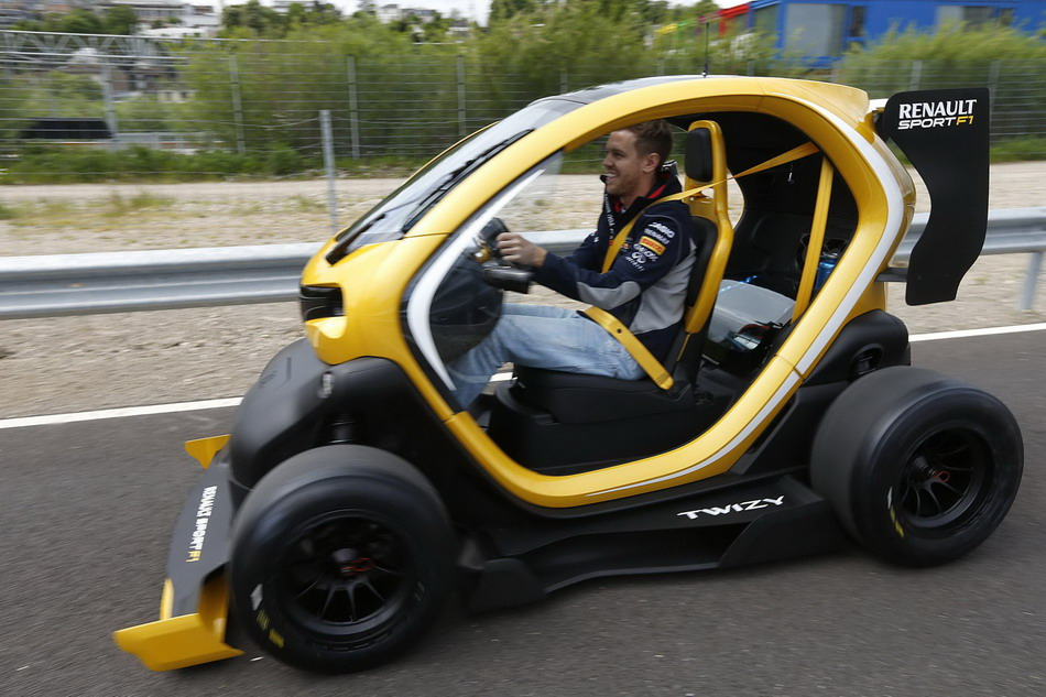 concept car renault twizy sport f1 1. Black Bedroom Furniture Sets. Home Design Ideas