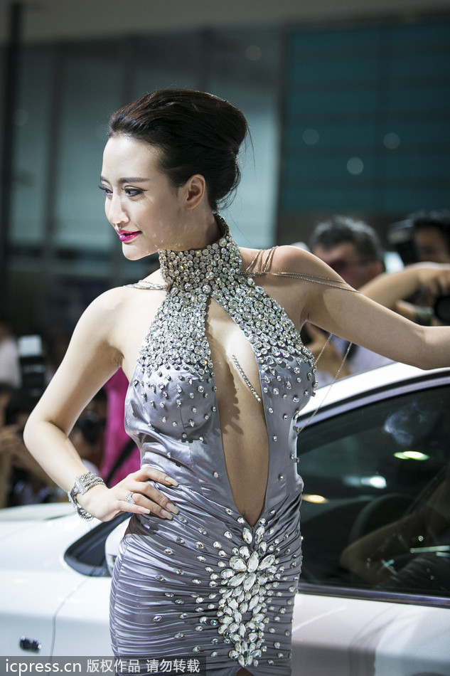 Model Catches Eyes At C China Auto Show 3 Chinadaily Com Cn