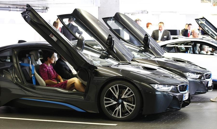 New BMW i8 plugin hybrid sports car delivered7 Chinadailycomcn