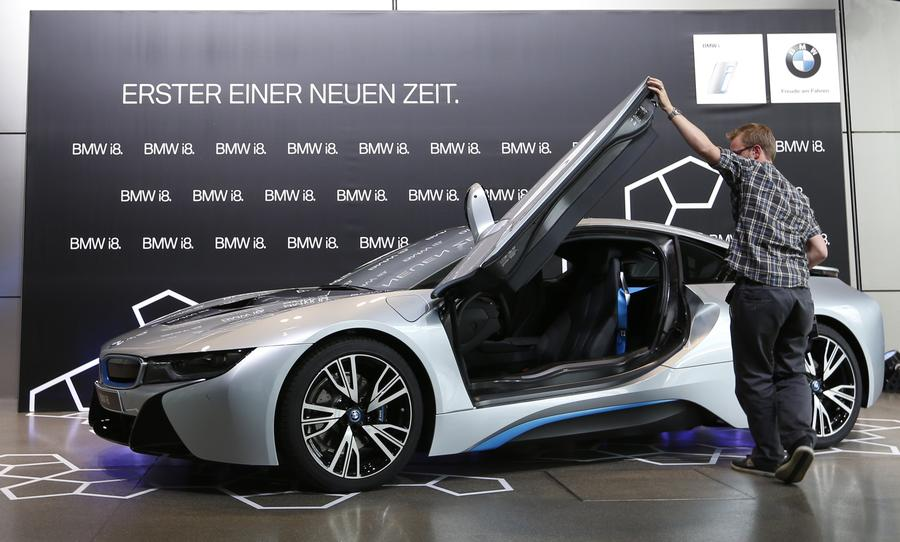 New BMW i8 plugin hybrid sports car delivered4 Chinadailycomcn