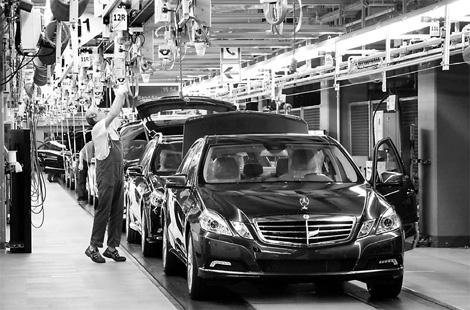 Mercedes benz tops sales goals for Mercedes benz target market