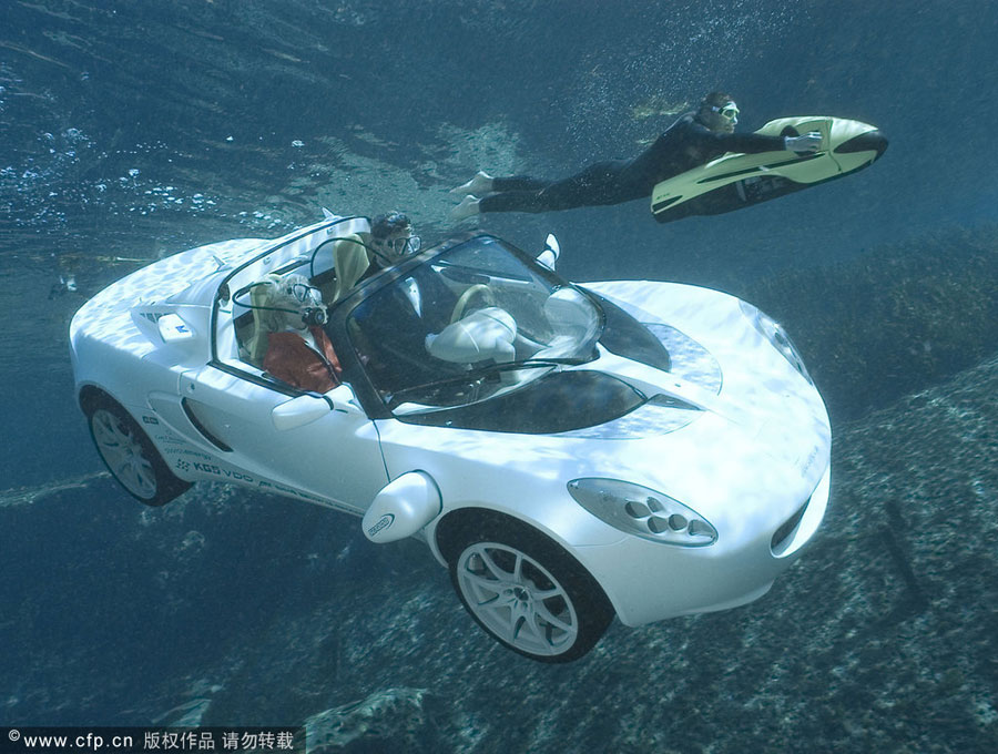 World's first truly functional underwater car