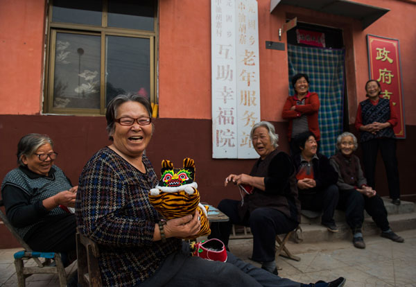 China unveils unified pension system