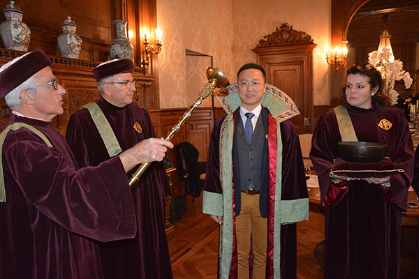 Ancient French wine brotherhood honors Chine