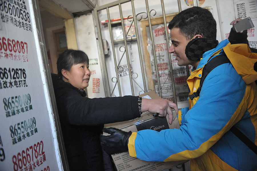 Suning hires expats as couriers on Chinese New Year holiday