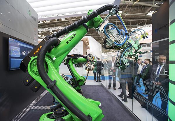 """Résultat de recherche d'images pour """"Robotic, robots, Kuka, Kuka, exhibition"""""""