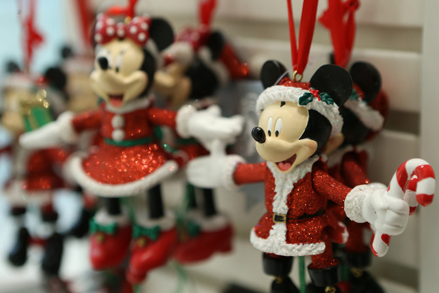 Christmas Minnie Mouse Disneyland.Shanghai Disneyland Celebrates Its First Christmas Season 3