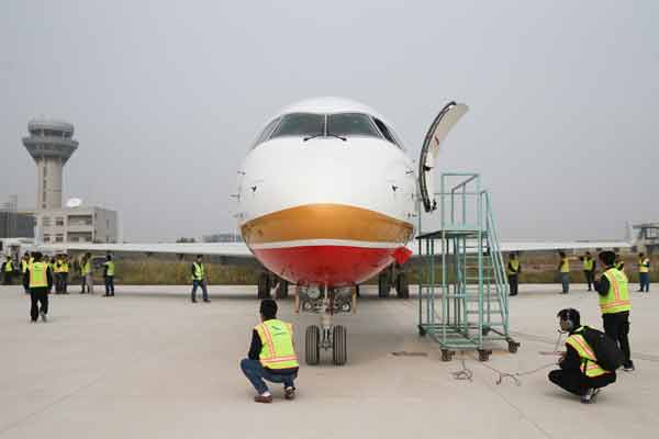 First China-made regional jet delivered to Chengdu Airlines