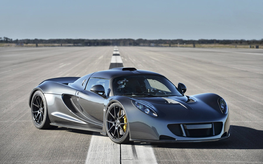 The Hennessey Venom GT becomes the fastest car in the world hitting a