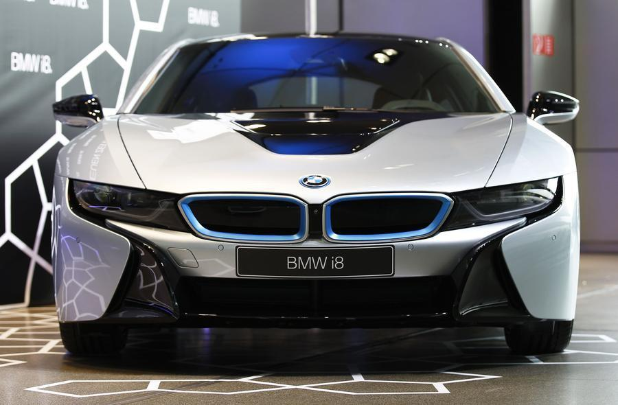 New BMW i8 plugin hybrid sports car delivered1 Chinadailycomcn