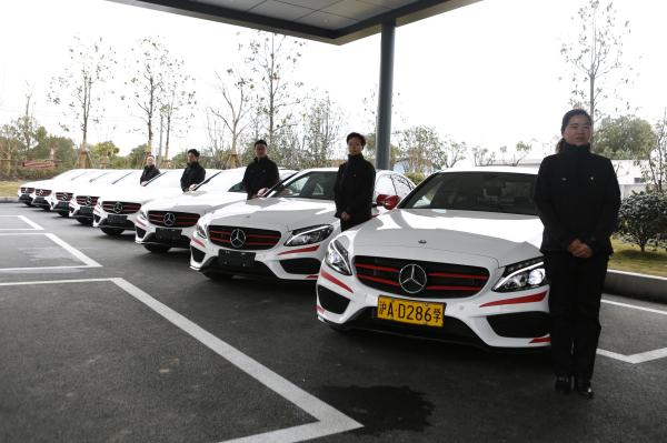 Driving School Which Only Uses Mercedes Benz Cars Welcomed By Female Clients