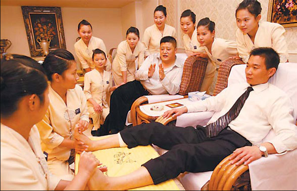 apprentices receive training in one of liangzi's foot massage
