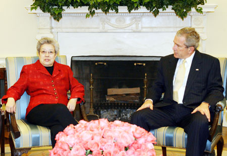 US President George W. Bush (R) meets with visiting Chinese Vice Premier Wu Yi in the White House in Washington on April 12, 2006. Wu heads a high-profile delegation to the US and co-chaired a meeting of China-US Joint Commission on Commerce and Trade. [Xinhua]