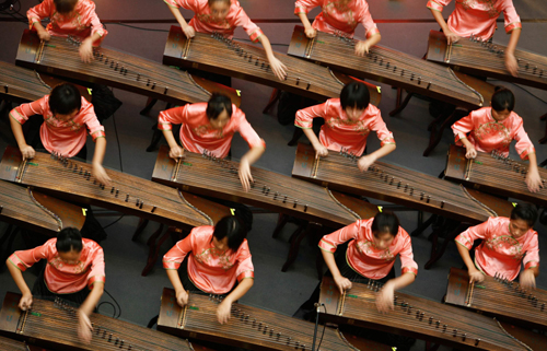 Chinese zither musicians perform in Singapore