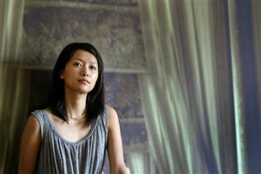 Chinese actress-turned-director Xu Jinglei poses for a photo after an interview in Beijing, in this June 1, 2005 file photo.