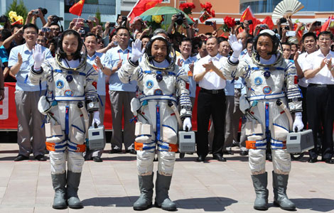 Shenzhou-X astronauts attend setting-out ceremony[5] chinadaily.com.cn