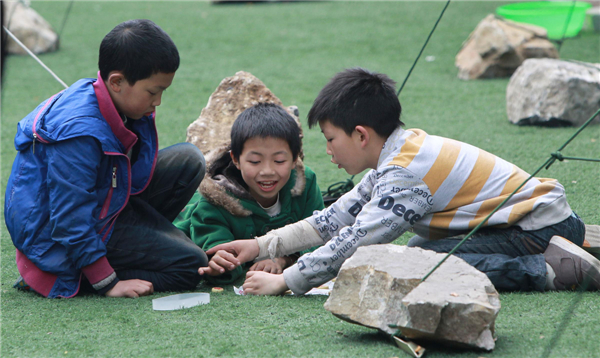 Child's smile soothes quake horror[2]|chinadail