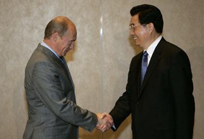 President Hu meets Putin on sidelines of APEC