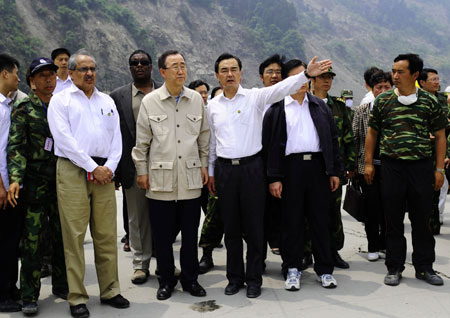 UN chief visits quake zone