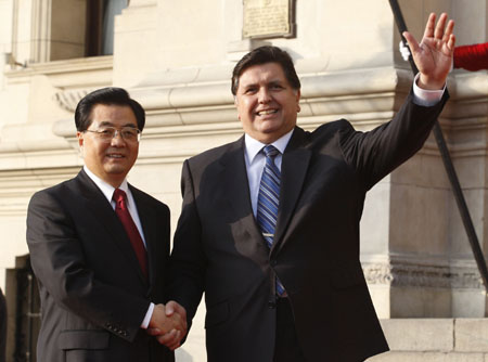 China's Hu Jintao arrives in Lima