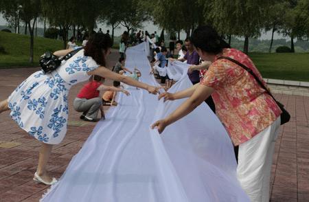 Man Makes Longest Wedding Dress Train For Bride