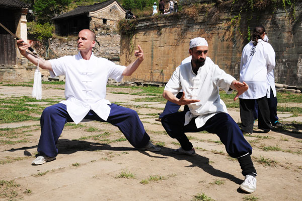 Taoist Wudang Mountains lure foreigners