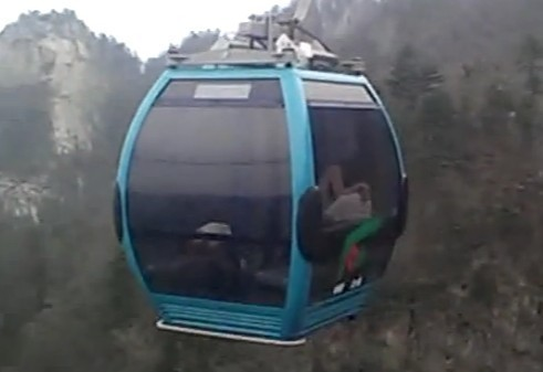 Cable car sex warning sparks controversy - China