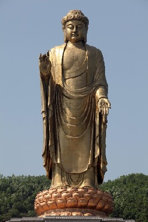 China's obsession over giant statues