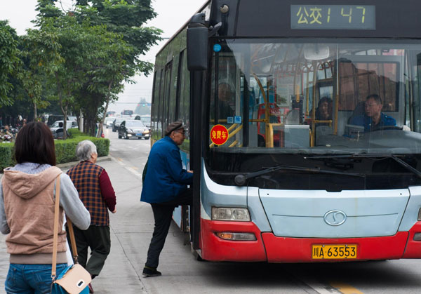Free bus rides offered to ease road congestion