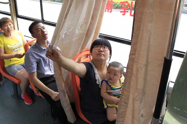 Zhengzhou buses test special seat for breast-feeding mothers