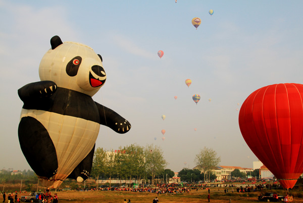 Hot air balloons loom high on tourist horizon[1]|chinadaily com cn