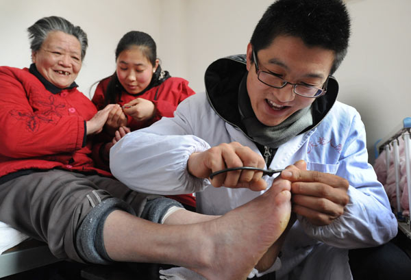 Male nurses in demand as caregivers for elderly - Chinadaily com cn