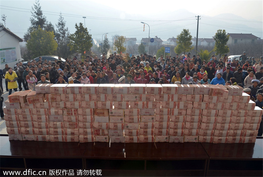 Villagers in SW China share the wealth