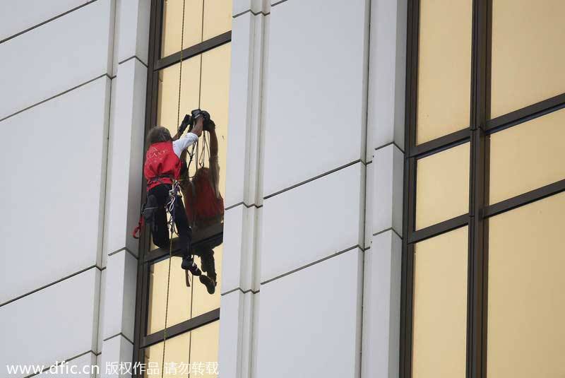 aa8fc3bd2ae French 'spiderman' scales 33-story building in Macao[1]- Chinadaily ...