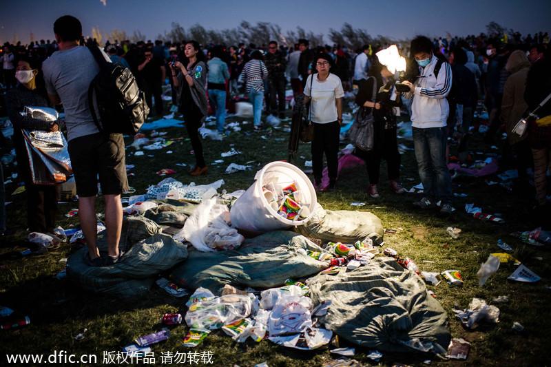 Uncivilized behavior mars holiday[4]- Chinadaily.com.cn